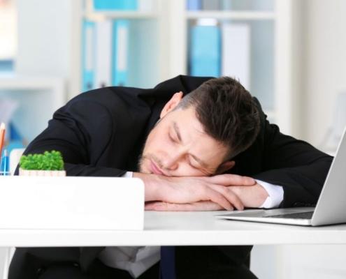 De ce apare starea de somnolență oboseală slăbiciune după masă la prânz