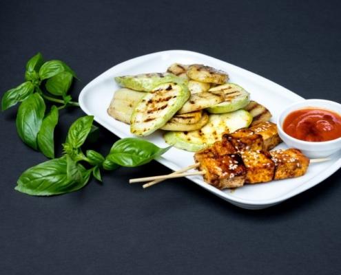 Kebab Vegan din Tofu cu Sos de Ceapă